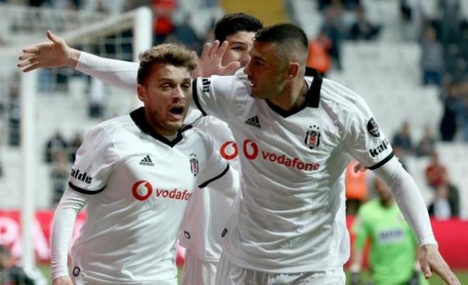 Beşiktaş takibi sürdürüyor