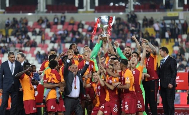 Galatasaray, kupasını törenle aldı