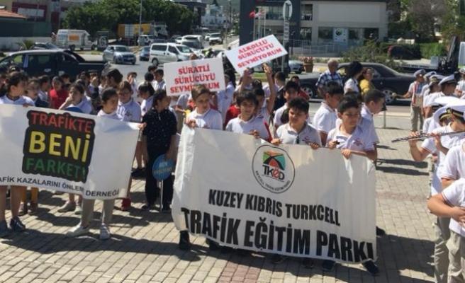 """Girne'de """"Trafikte Beni Farket """" temalı yürüyüş"""