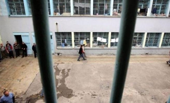 Hapishanede mahkumlar arasında çıkan kavgada en az 15 kişi öldü