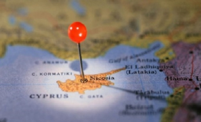 Kıbrıs sorununa ilişkin yorumsal haberler bugün de Rum basınında