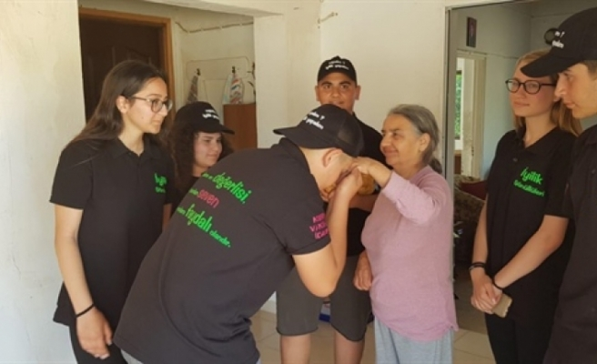 Köylerde ihtiyaçlı ailelere yardım paketleri dağıtıldı