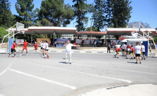 """Spor Yaparak Eğlen"""" sloganı ile """"Street Ball"""" etkinliği düzenlendi"""