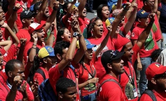 Venezuela'da Maduro destekçileri sokakta