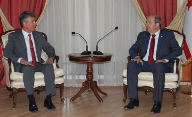 Başbakan Ersin Tatar, Karakoç'u kabul ederek, bir süre görüştü