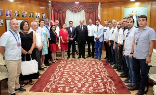 Başbakan Tatar, Alanya ve Antalyalı gazetecileri kabul etti