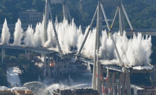 Cenova'da 43 kişinin öldüğü otoyol köprüsü patlayıcılarla yıkıldı