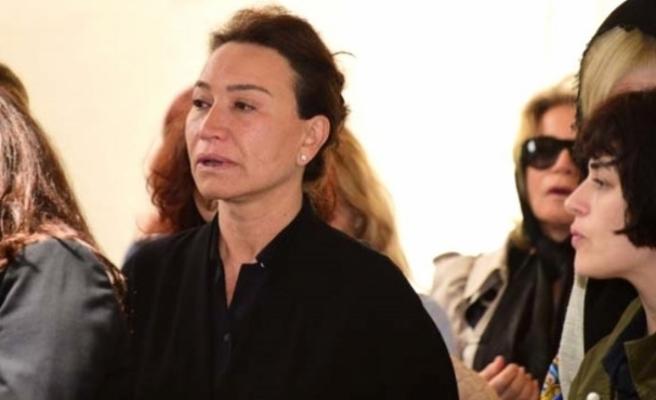 Demet Akbağ, ödül töreninde gözyaşlarına boğuldu