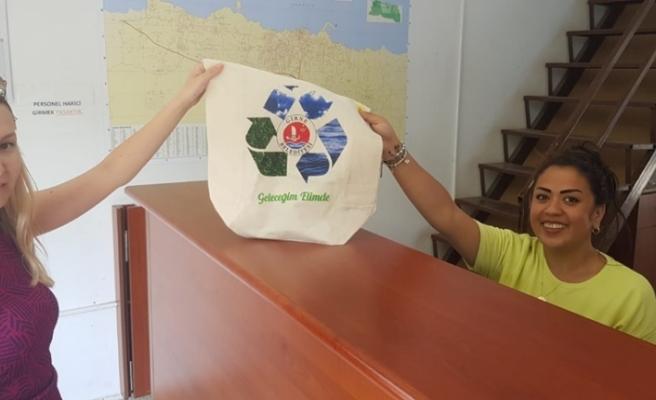 Girne Belediyesi bez çanta vermeye başladı