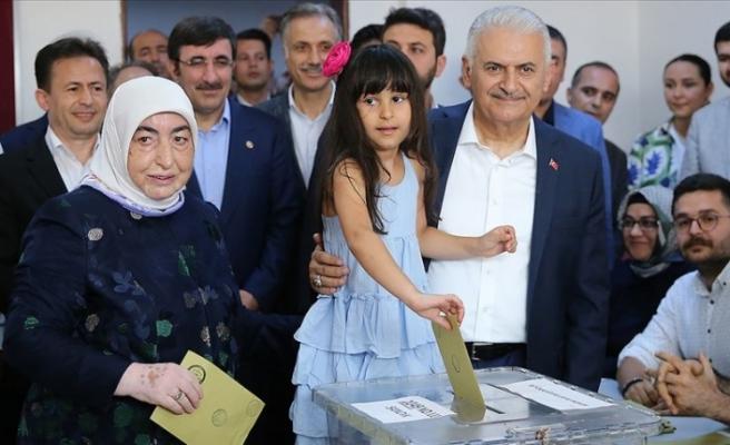 """""""İstanbul halkının verdiği kararın başımız gözümüz üzerinde yeri var"""""""