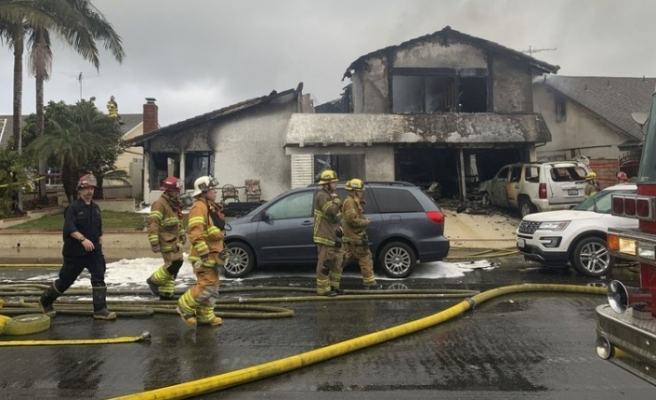 Kuzey Carolina'da uçak evin üstüne düştü: 2 ölü