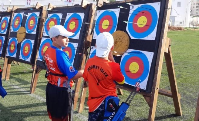 Minik Yıldız ve Genç Okçular  yarıştı