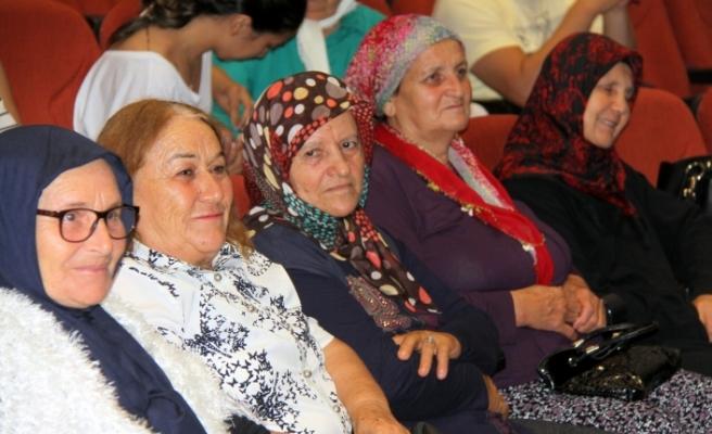 Okuma yazma kursunu tamamlayan kadınlara sertifikaları takdim edildi