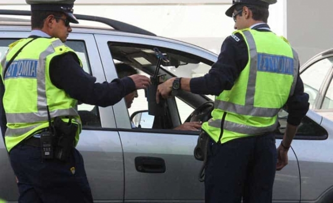 Rum polisi Lefkoşa Surlariçi'nde huzur operasyonu düzenledi