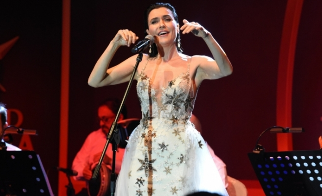 Şevval Sam'dan Kıbrıs'ta muhteşem konser