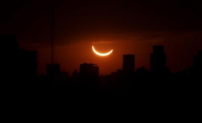 Arjantin ve Şili'de tam güneş tutulması izlendi