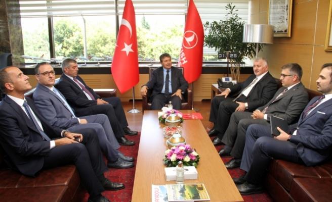 Bakan Üstel, Anadolu Jet ve THY yetkilileri ile biraraya geldi