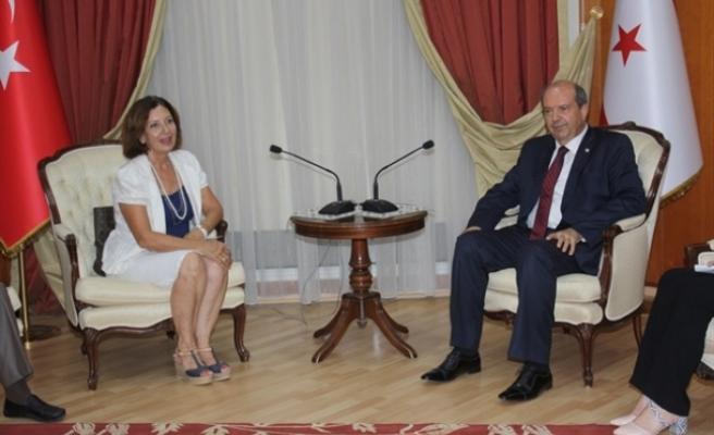 Başbakan Tatar, Şule Aker başkanlığındaki Kıbrıs Türk Basın Konseyi heyetini kabul etti