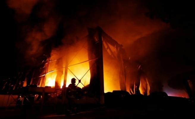 Cakarta'da çıkan yangında 30 ev yandı