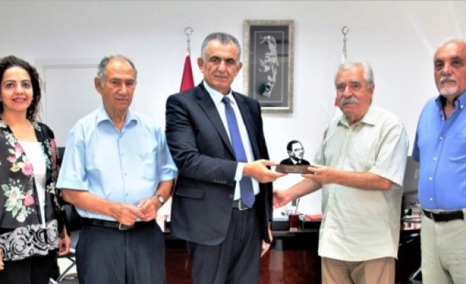 Çavuşoğlu, Dr. Fazıl Küçük Vakfı heyetini kabul etti
