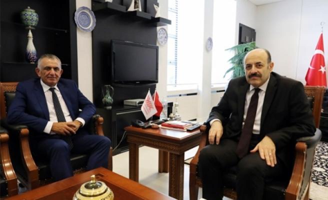 Çavuşoğlu, YÖK Başkanı Prof. Dr. Yekta Saraç ile bir araya geldi