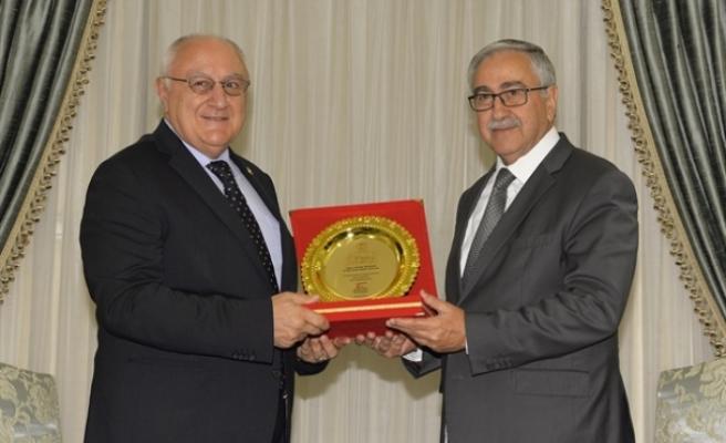 Cumhurbaşkanı Mustafa Akıncı,  İyi Parti Genel Başkan Yardımcısı Ahmet Erozan'ı kabul etti