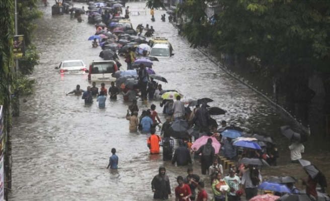 Hindistan'da şiddetli yağışlar 85 bin kişiyi etkiledi