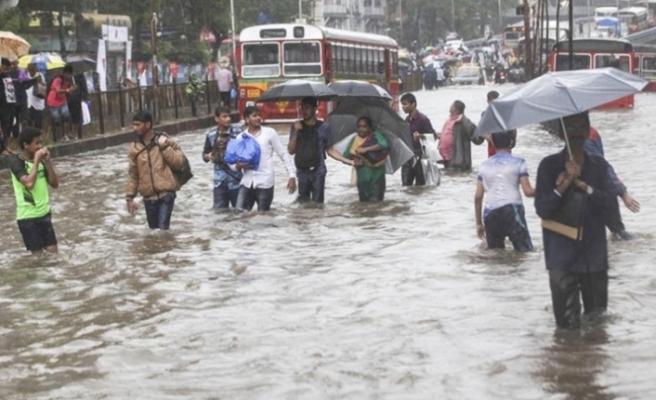 Hindistan'daki sellerin bilançosu ağırlaşıyor