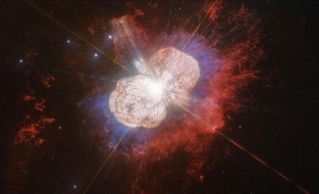 Hubble 170 yıl önceki yıldız patlamasını kaydetti