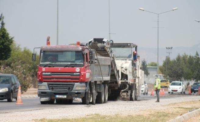 Karayolları Dairesi, yol yapımıyla birlikte bakım ve onarım çalışmalarını sürdürüyor