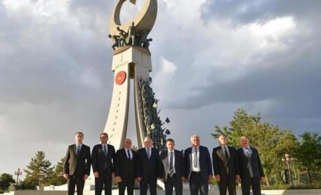 Kaymakamlar Ankara'da Şehitler anıtını ziyaret etti
