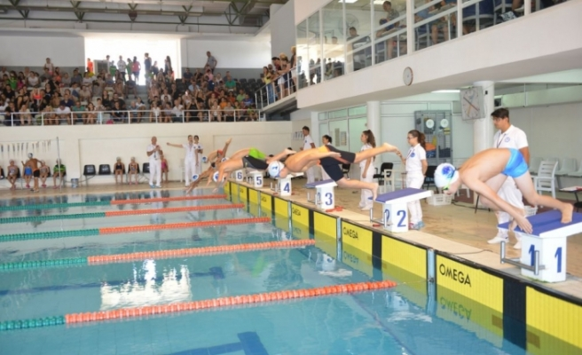 Küçükler ve minikler yüzme yarışları