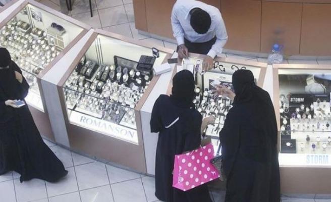 Suudi Arabistan'da iş yerleri namaz vakti de açık olabilece