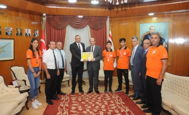 """Tatar: """"Spor yapan gençler ülkenin geleceğine yatırım"""""""