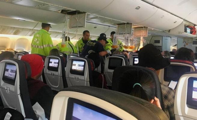 Türbülansa giren uçakta 37 kişi yaralandı