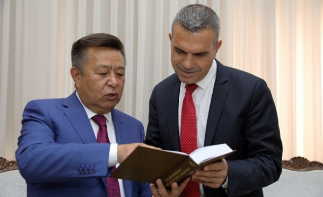 Uluçay, Kırgızistan eski Meclis Başkanını kabul etti