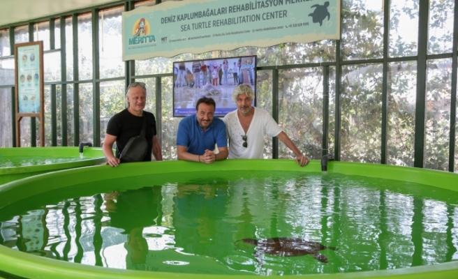Ünlülerden Deniz Kaplumbağaları Rehabilitasyon Merkezi'ne ziyaret