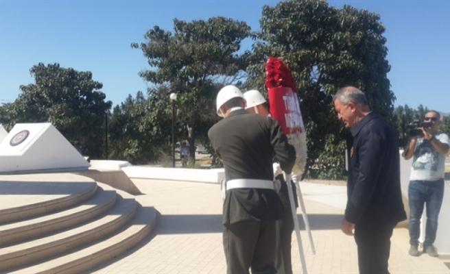 Akar, Kurucu Cumhurbaşkanı Rauf Raif Denktaş Anıt Kabri'niziyaret etti.
