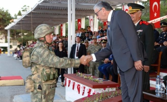Akıncı, 4. Piyade Alay komutanlığı sancak ve görev devir-teslim törenine katıldı