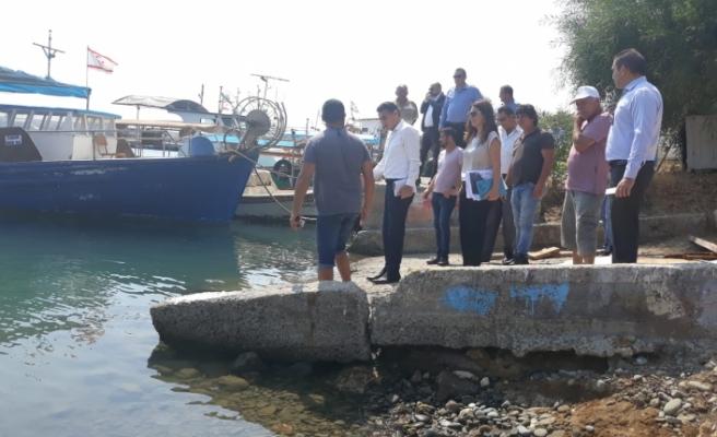 Bakan Oğuz Yedidalga'da balıkçı barınağında incelemelerde bulundu