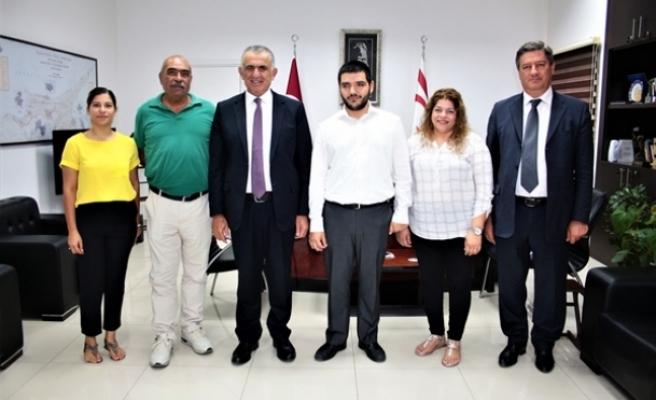 Çavuşoğlu, KKTC Engelliler Dayanışma Derneği'ni kabul etti