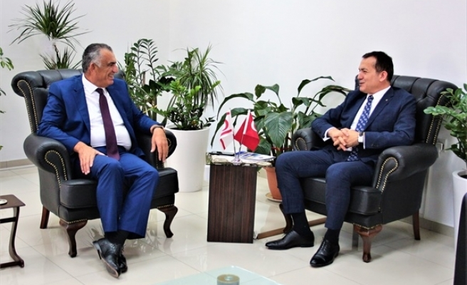 Çavuşoğlu, Mersin Yenişehir Belediye Başkanı Abdullah Özyiğit'i kabul etti