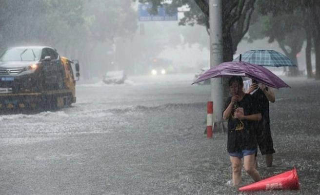 Çin'i Lekima tayfunu vurdu: 13 ölü
