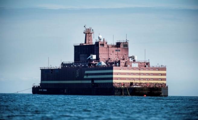 Dünyanın ilk yüzer nükleer güç santrali yola çıktı