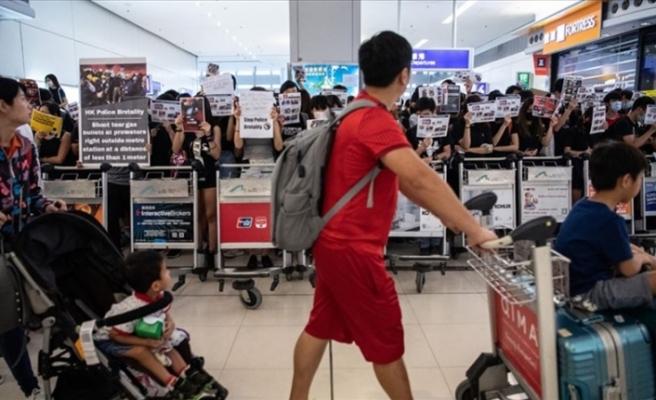 Hong Kong Uluslararası Havalimanı'ndaki protesto yasağı uzatıldı
