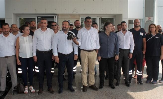 Sendikalardan Devlet Hastanesi önünde açıklama