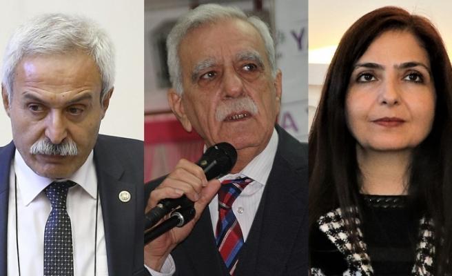 Türkiye'de üç belediye başkanı terör bağlantısı nedeniyle görevden uzaklaştırıldı