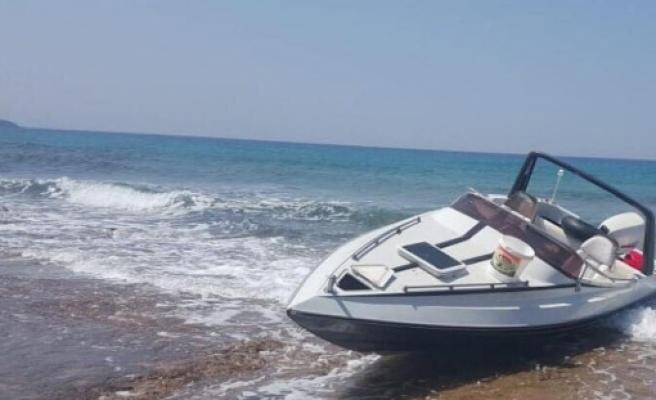 Yeni Erenköy sahilinde terk edilmiş sürat teknesi bulundu