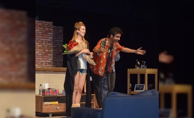 """17. Kıbrıs Tiyatro Festivali'nde """"İkinci Kat""""ın sunduğu """"Tezgâh"""" oyunu sahnelendi"""