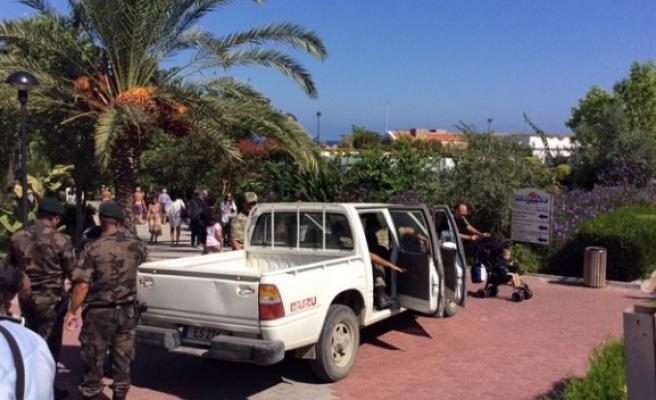 Acapulco Otel'de güvenlik güçleri incelemelerini sürdürürken, tamirat çalışmaları da başladı